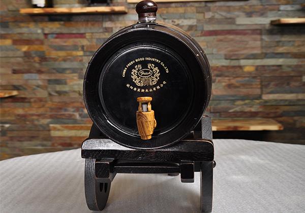 仿古色炮车式橡木桶